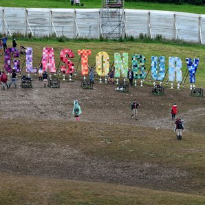 Glastonbury Festival sign image 2016