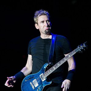 Nickelback Chad Kroeger performing