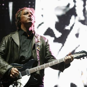 Peter Buck R.E.M live 2008